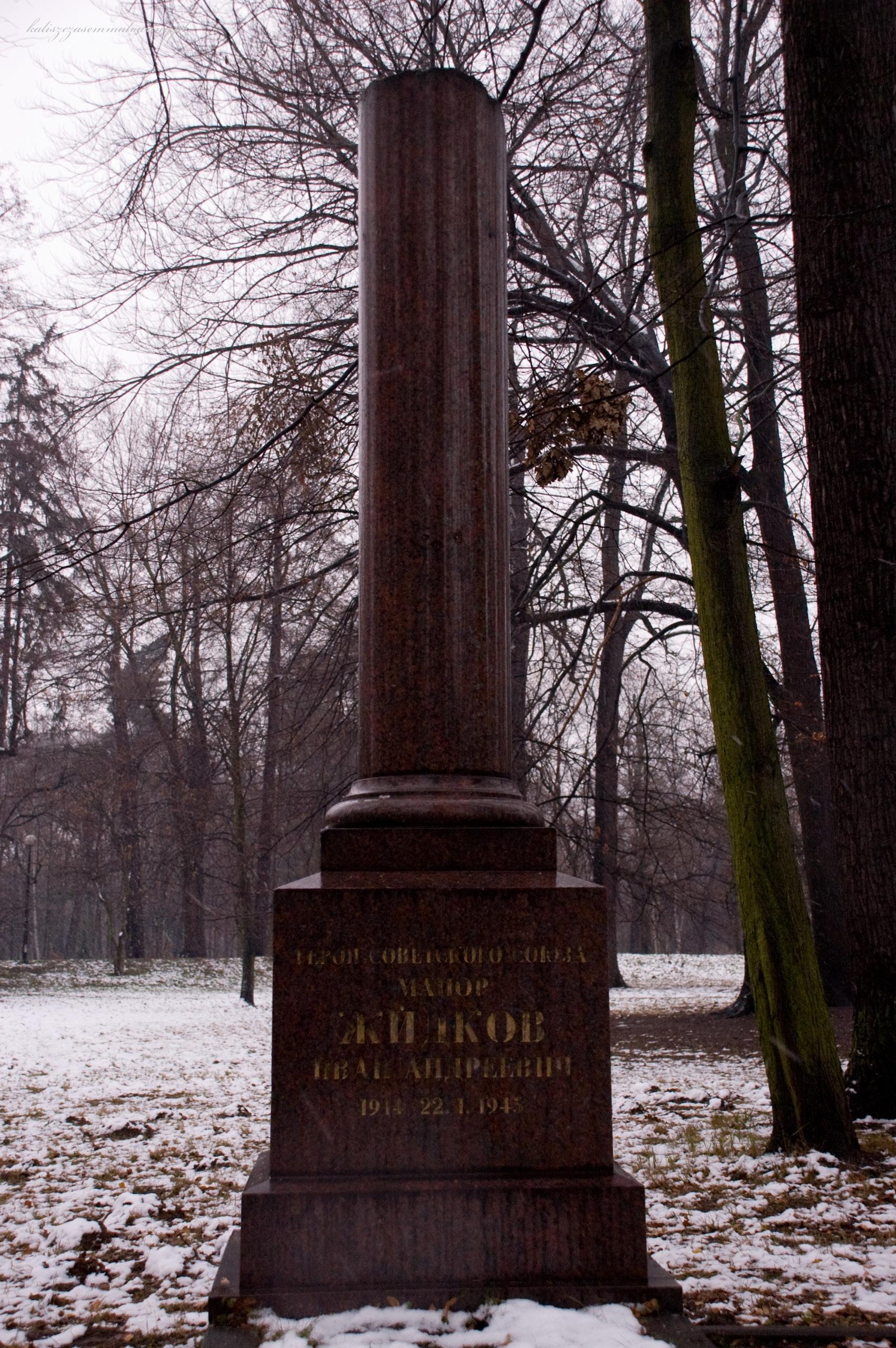 cmentarz_sowiecki-06