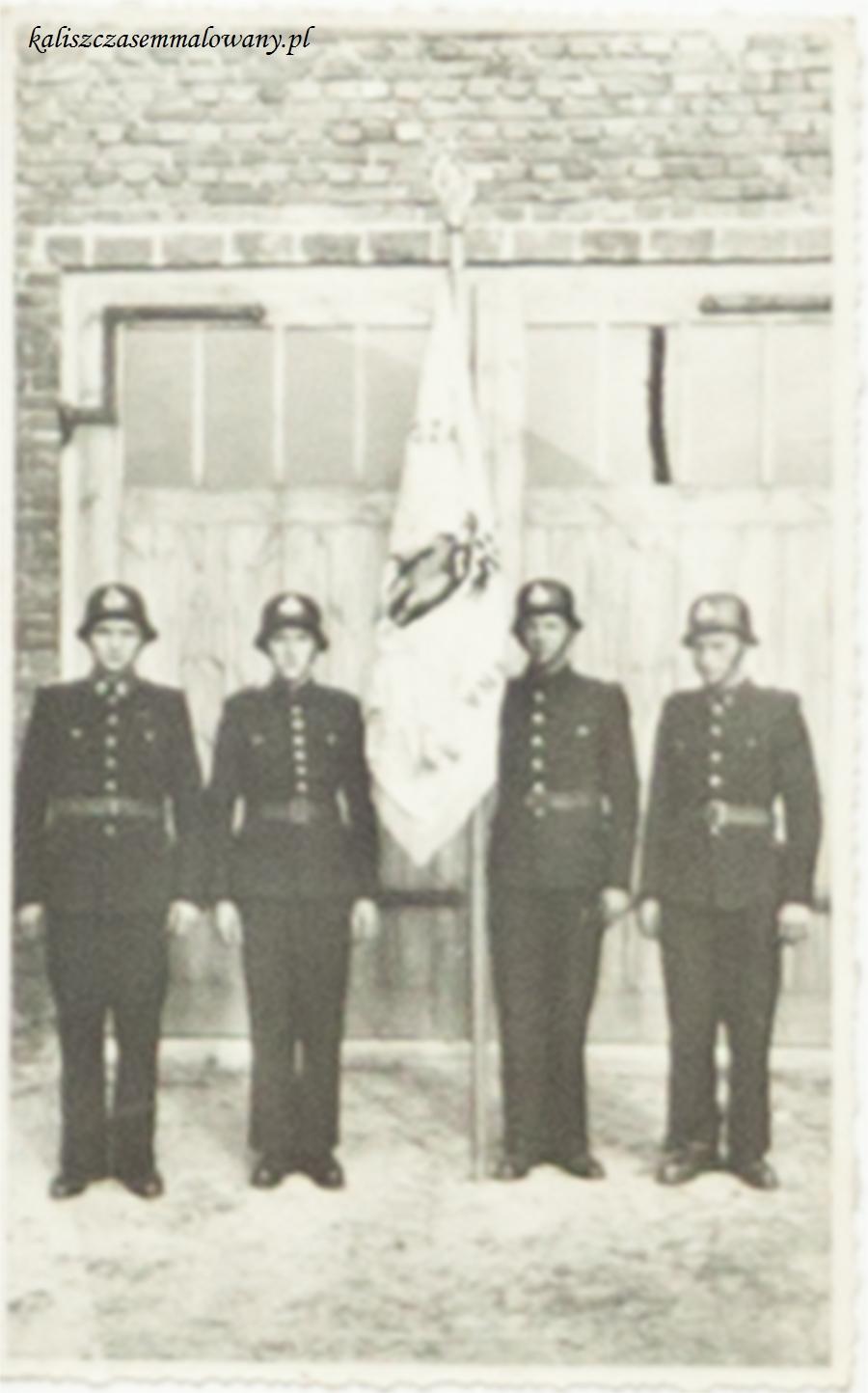 13-Poczet sztandarowy 1958